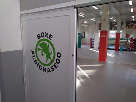 Protezioni per pilastri e ring per palestra di boxe