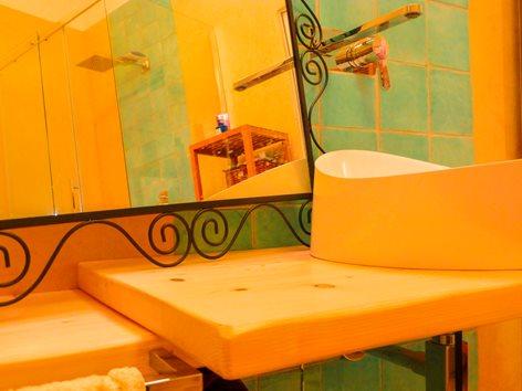Casa Roma 30 bagno in tadelakt, progetto dell'Arch. A. Giampaoli e dell'Arch. A.M. Alcaro, 2015