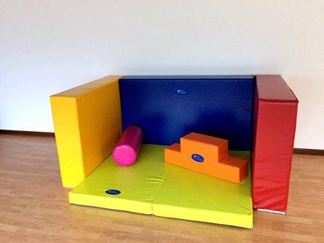 Spazio giochi per bambini con moduli psicomotricità