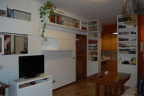 Divisione tra soggiorno e cucina . | Rossi Arredamenti