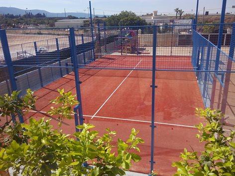 Paddle tennis con struttura in acciaio zincato e vetro temperato