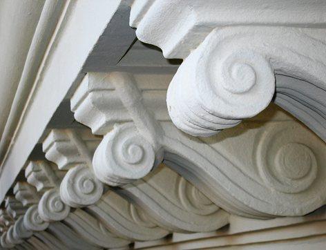 Cornicione del 1885 restaurato all'Esquilino
