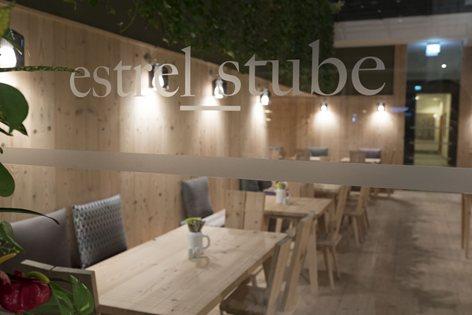 Hotel Estrel - Stube