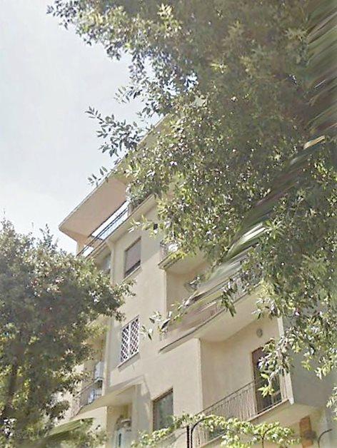 """Restauro di facciate  in """"terranova"""" in due palazzine  anni '60 a Città Giardino"""