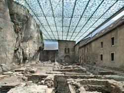 Couverture des ruines archéologiques de l'abbaye de St-Maurice