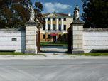 Portico colonnato gotico-neogotico - Villa Garbinati