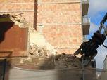 Demolizione di un palazzo nel pieno centro di Bari, tra via Calefati e via Cairoli (video)