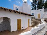 Orange Innovations | Santorini Villa on Malibu Lake