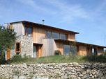 Maison individuelle, pierre, bois, zinc