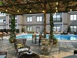 El diseño del patio y la piscina por el estudio de visualización arquitectónica - Palma, España