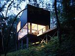 Une pavillon dans les bois