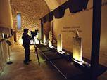 """Allestimento della Mostra """"Pagine di Pietra"""" nella Sala """"Marina Mazzei"""" del Castello di Manfredonia"""
