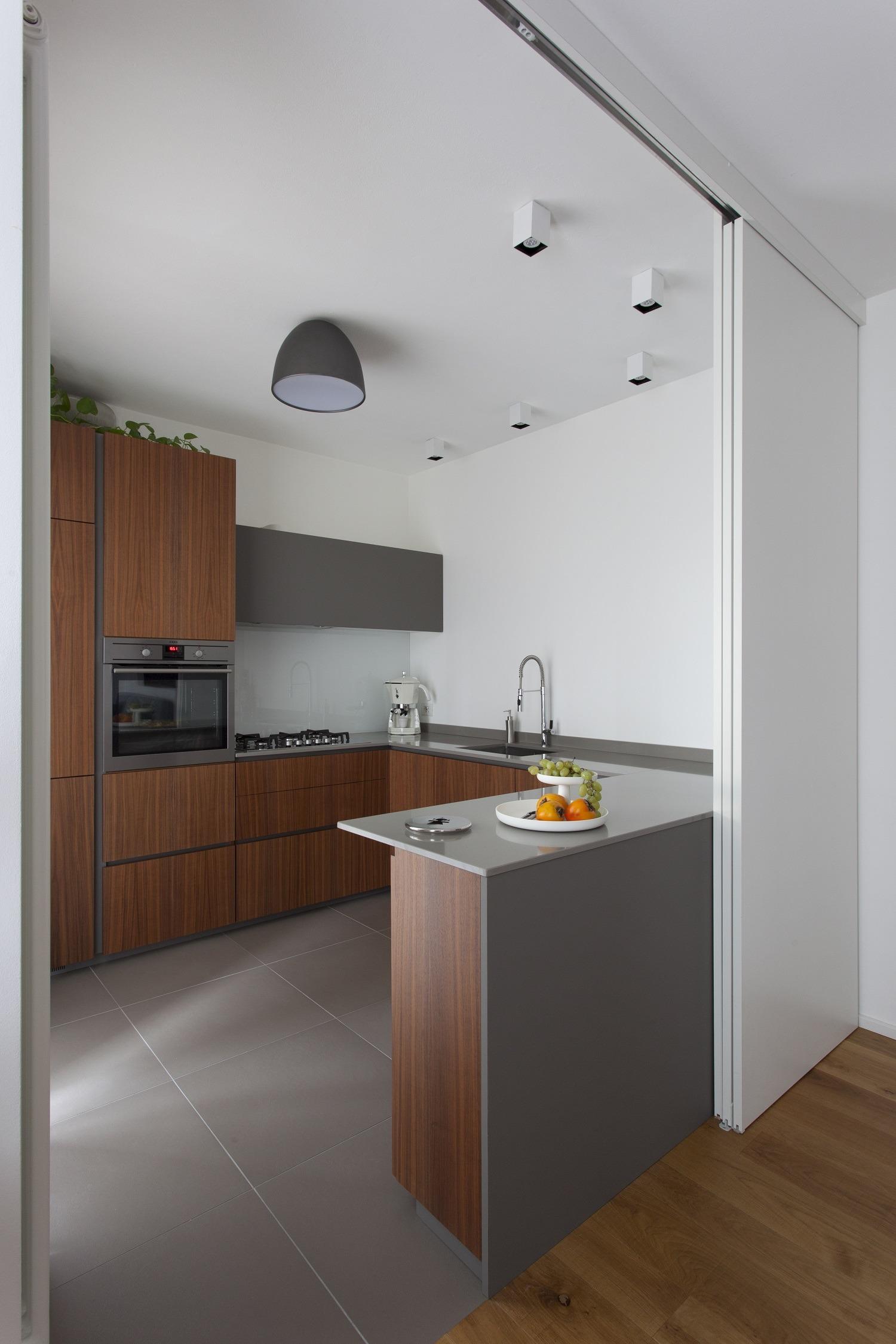 Cucina noce canaletto e Fenix NTM grigio Londra | P e R arredare di ...