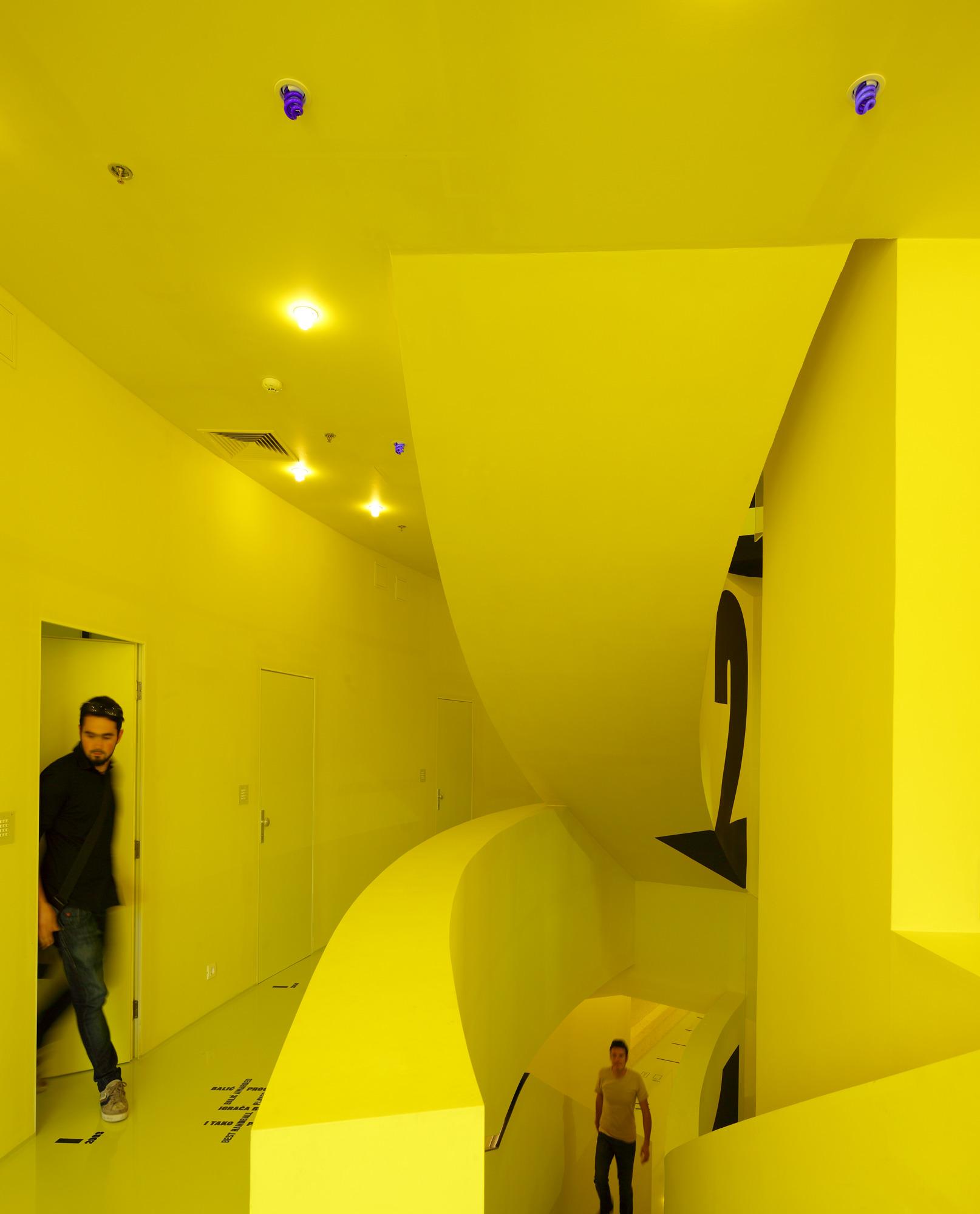 Hostel Golly±Bossy | Studio UP