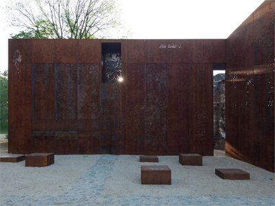 Hungary: corten elements in the ancient Szathmáry Palace