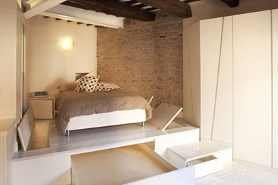 A micro-suite in Trastevere designed by Archifacturing