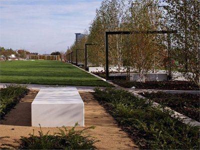 Eastside city park: a park crossing the City