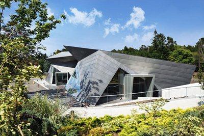 Karuizawa museum: a homage to Yoshizawa - Origami grand master - designed by Yasui Hideo Atelier