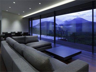 House at Asamayama: Kidosaki Architects' 'suspended house'