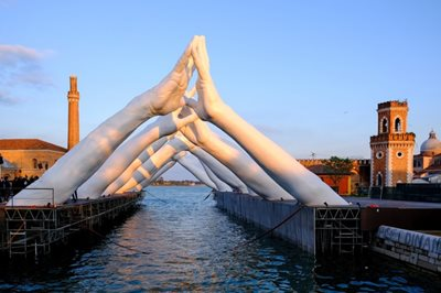 Lorenzo Quinn brings monumental Building Bridges sculpture to Venice Biennale