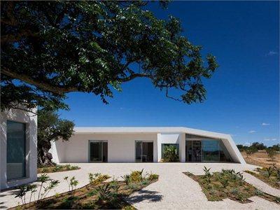 House in Tavira designed by Vitor Vilenha