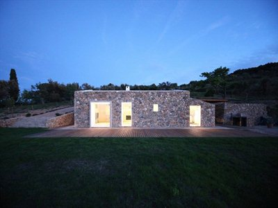 Seaside single house: a house in Tuscany designed by modostudio