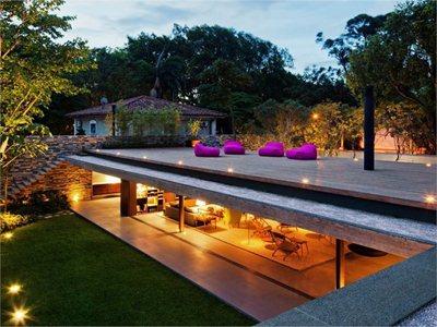 Casa V4: the house and garden designed by Marcio Kogan