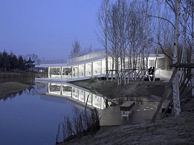 Riverside Clubhouse: TAO architects with more than an eye on Farnsworth House