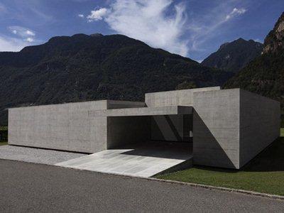 Luca Coffari's G-House: living horizontally