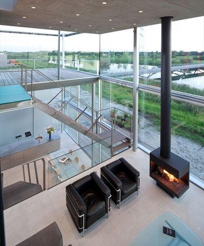 Rieteiland House: a transparent house in the outskirts of Amsterdam