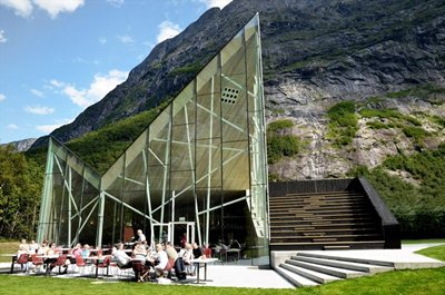 Plays on light and geometries on the Norwegian National Tourist Route