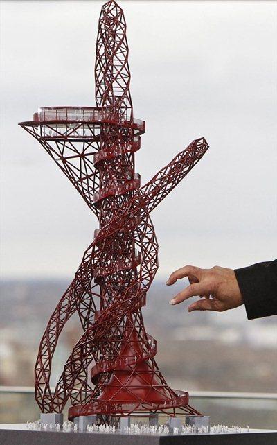 La Tour Orbit Mittal: les mains (du pouvoir financier) sur les Olympiades