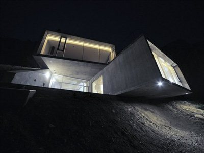 'A' House in Kisami: a link between the mountain and the sea