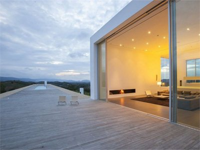150m weekend house: the longest house of the century