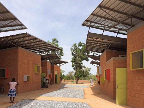 Surgical Clinic in Léo Kéré Architecture