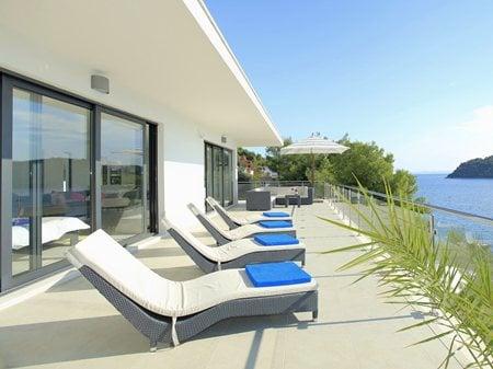 A HOUSE IN KARBUNI Katica Dubljevic k.arhitekt@gmail.com