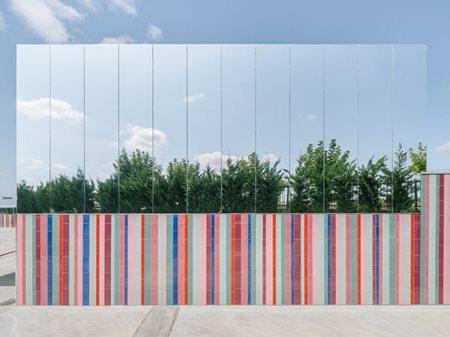 El colegio casi invisible ABLM  arquitectos