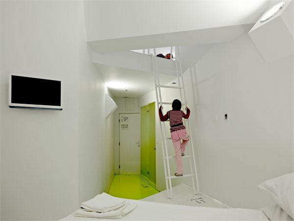 Hostel Golly±Bossy Studio UP