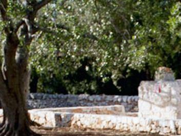 Ristrutturazione e ampliamento di un trullo saraceno Luca Zanaroli architetto