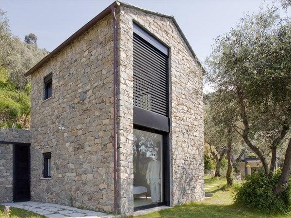 Farmhouse restoration and expansion SibillAssociati